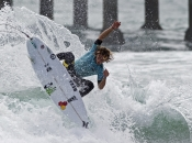Coffin and Van Dijk Win Nike US Open of Surfing Pro Junior, Men's Quarterfinalists Decided